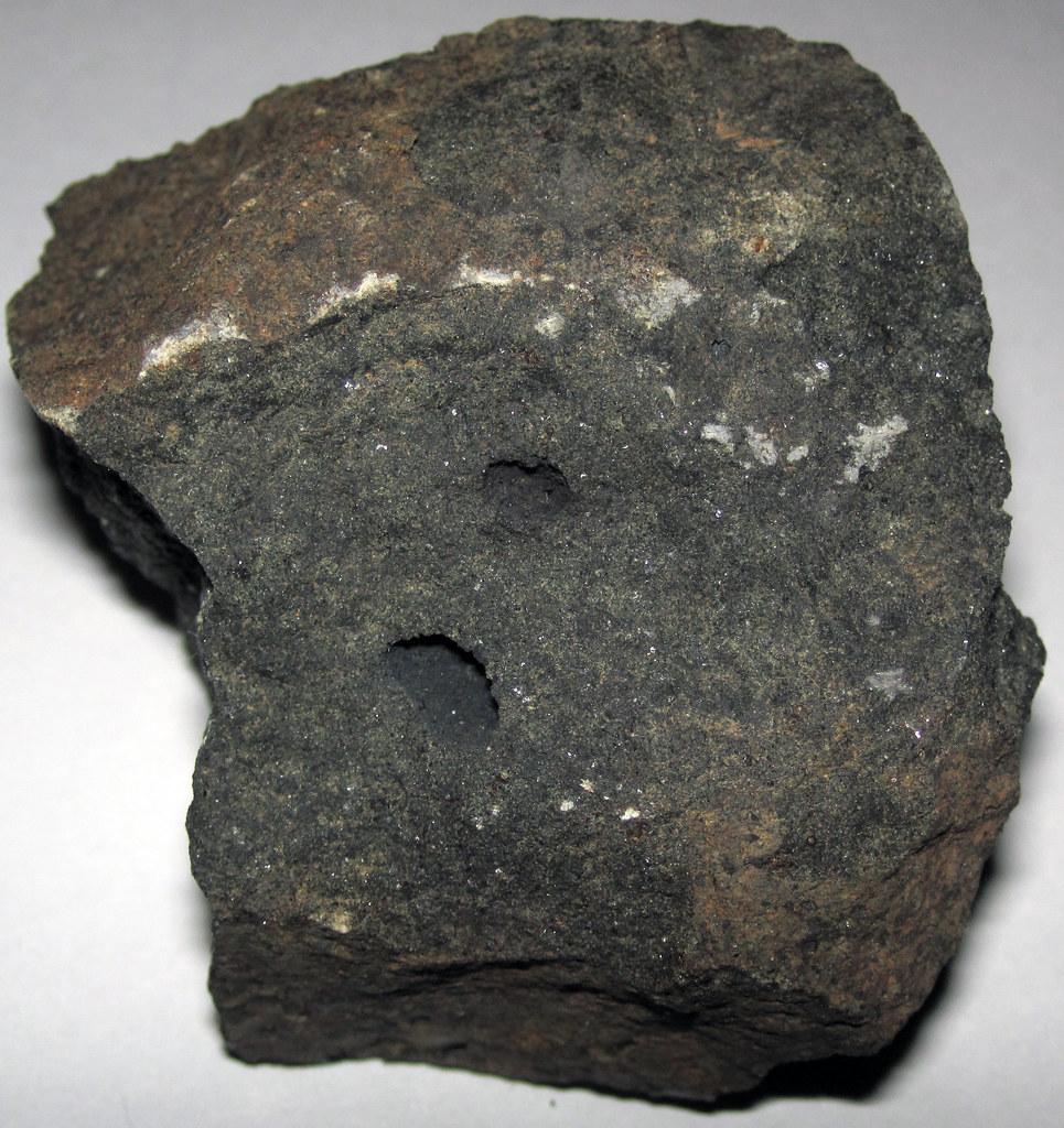 ... Vesicular tholeiitic olivine basalt (Boring Volcanic Field, Upper Pliocene, probably ~3 Ma