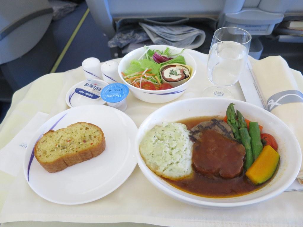 チャイナエアライン 成田 台北 ビジネスクラスに乗ってみた。気になる機内食も紹介。 初めて台湾ガイド