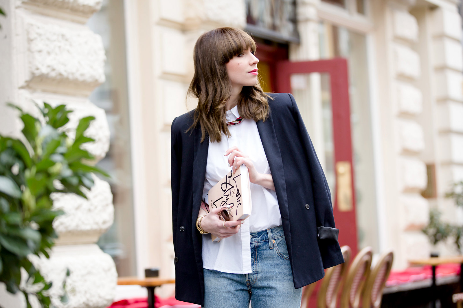 black blazer levi's 501 denim jeans nude pumps garance dore book parisienne french style blogger fashionblogger ootd outfit bangs brunette paris cute girl cats & dogs fashionblog ricarda schernus shopbop sale 3