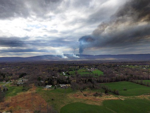Day 3 of a forest fire near me #fire #forest #nature #newyork #ny #instapic #photo #photography #photooftheday #picoftheday #instadaily #instacool #sky #clouds #aerialphotography #cool #view #crazy #sad #mountains #likes4likes #drone #drones #likesforlike | by dronodromo1