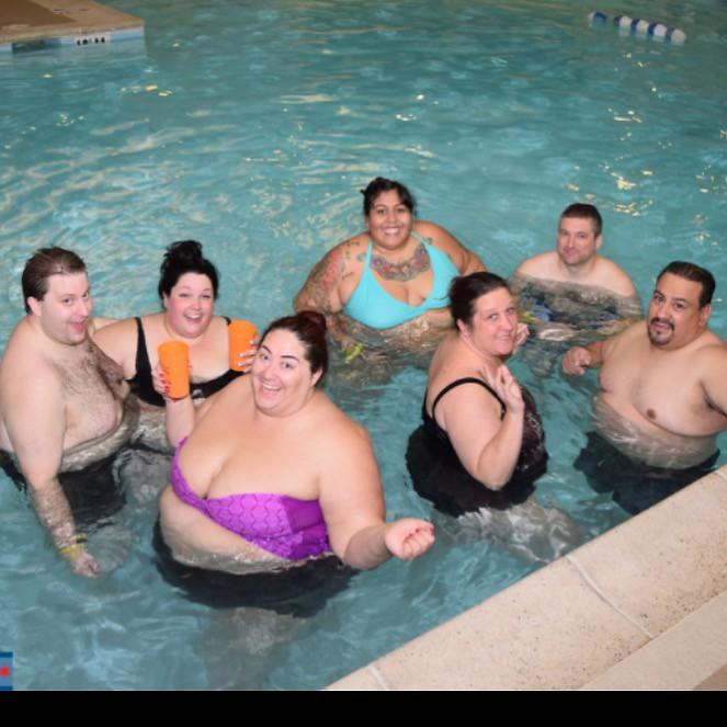 Mit suesser BBW im Schwimmbad