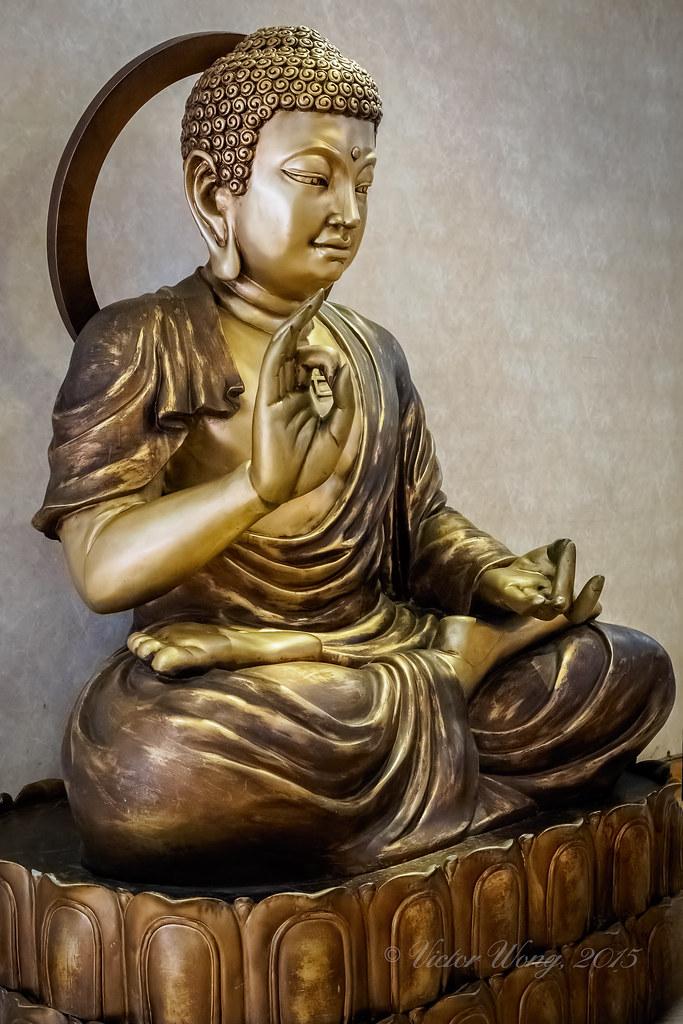 Bronze Statue Of Buddha Honolulu Hawaii Usa Dec 15 20 Flickr