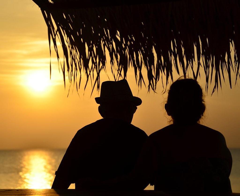 Meu casal preferido curtindo o pôr-do-sol no Aramanai. #pordosol #santarem #belterra #flonatapajos #aramanai