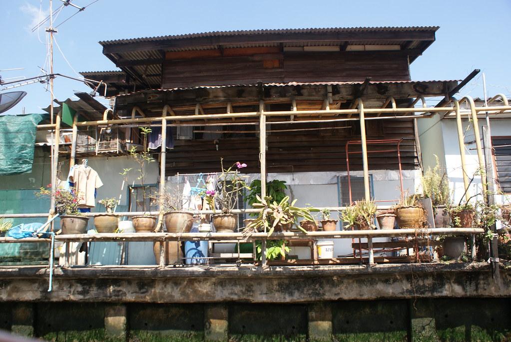 La vie au bord de l'eau à Bangkok version DIY jardinage.