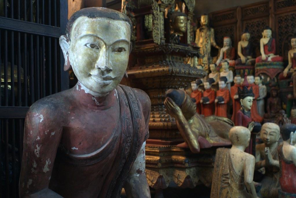 Statue de Bouddha au marché de Chatuchak à Bangkok.