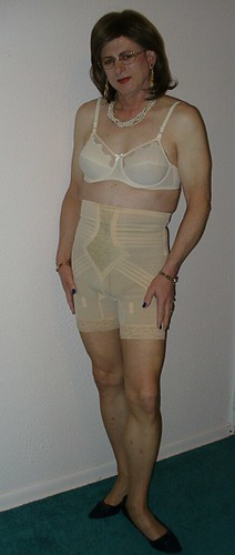Mature women in girdles pictures