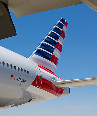 American Airlines B777-200ER tail (S.Blaise)