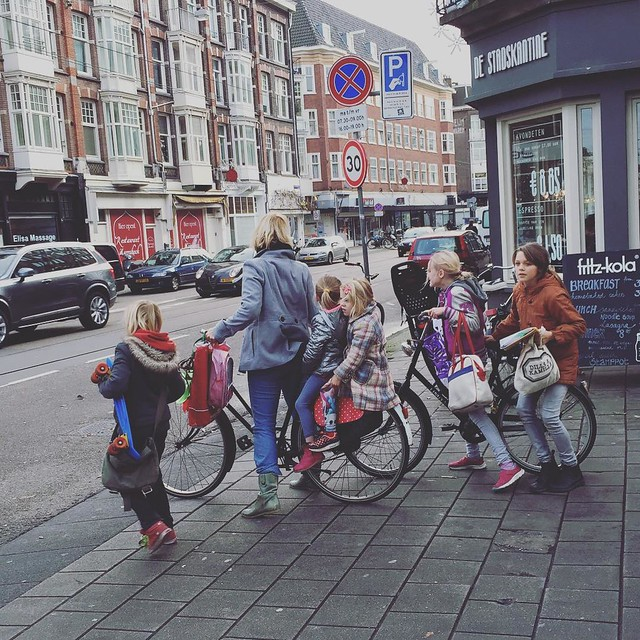 Heading to school! #amsterdam #wintercycling #kidsonbikes