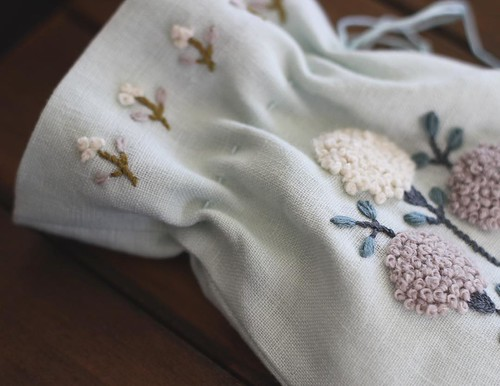 The little flowers at the top are my favorite part. The little sack is done. This awesome embroidery pattern is in a new English version book by @yumikohiguchi titled Simply Stitched and it isn't widely available yet but you can purchase it from @zakkawor | by nanaCompany