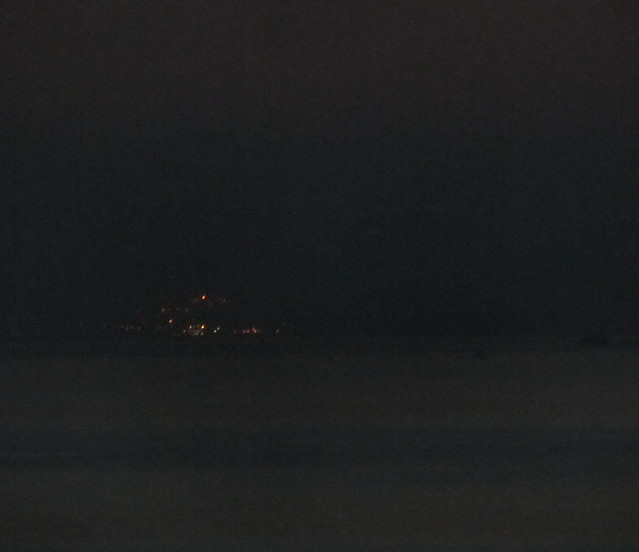 Un pueblo de mar de noche