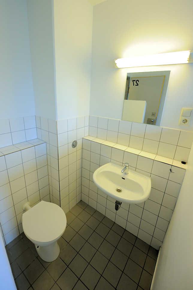 nasszelle 7812 toilette und waschbecken spiegel zelle im frauengefangnis hamburg billwerder wohnmobil masse