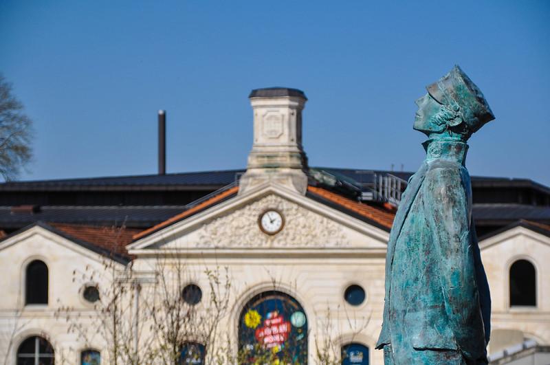 Statue de Corto Maltese - Hugo Pratt, sculptée par Luc et Livio Benedetti