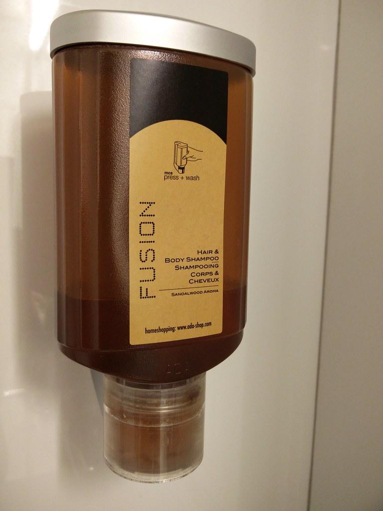 Wall mounted shampoo