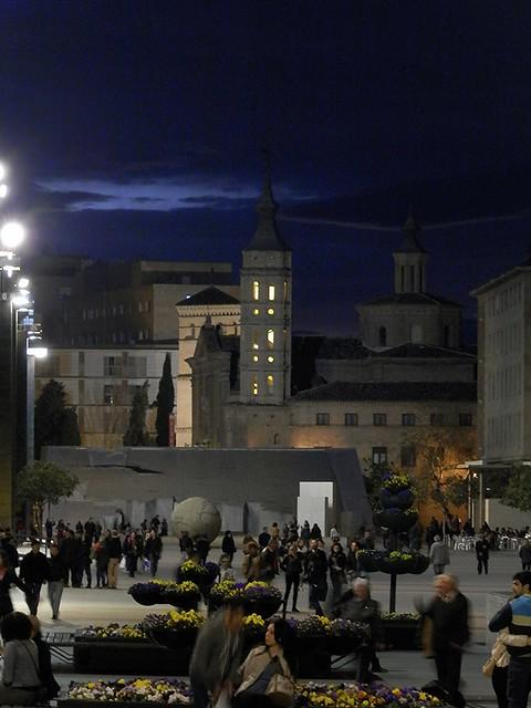Plaza del Pilar la nuit