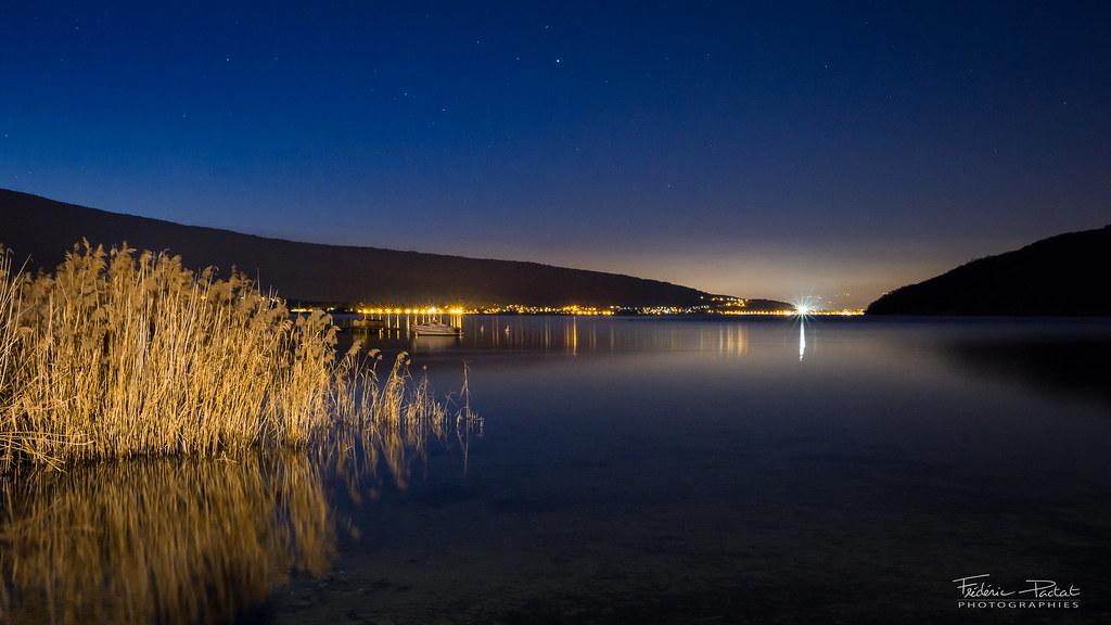 Début de nuit sur le Lac d'Annecy