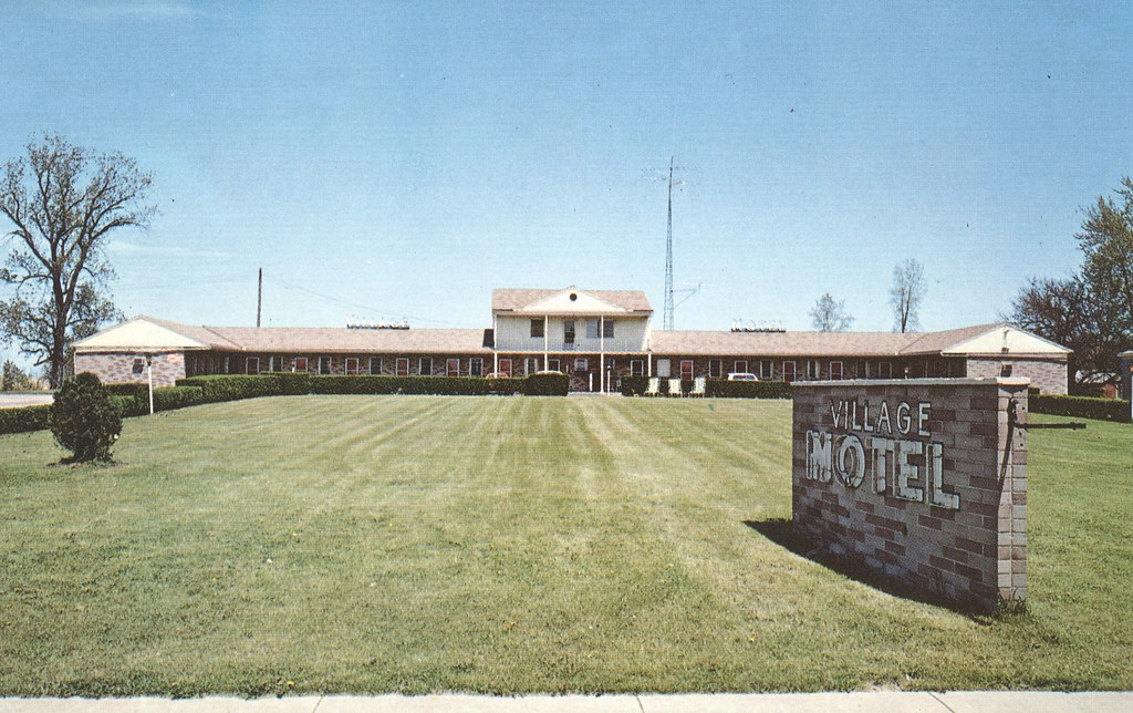 Village Motel - Bellevue, Ohio
