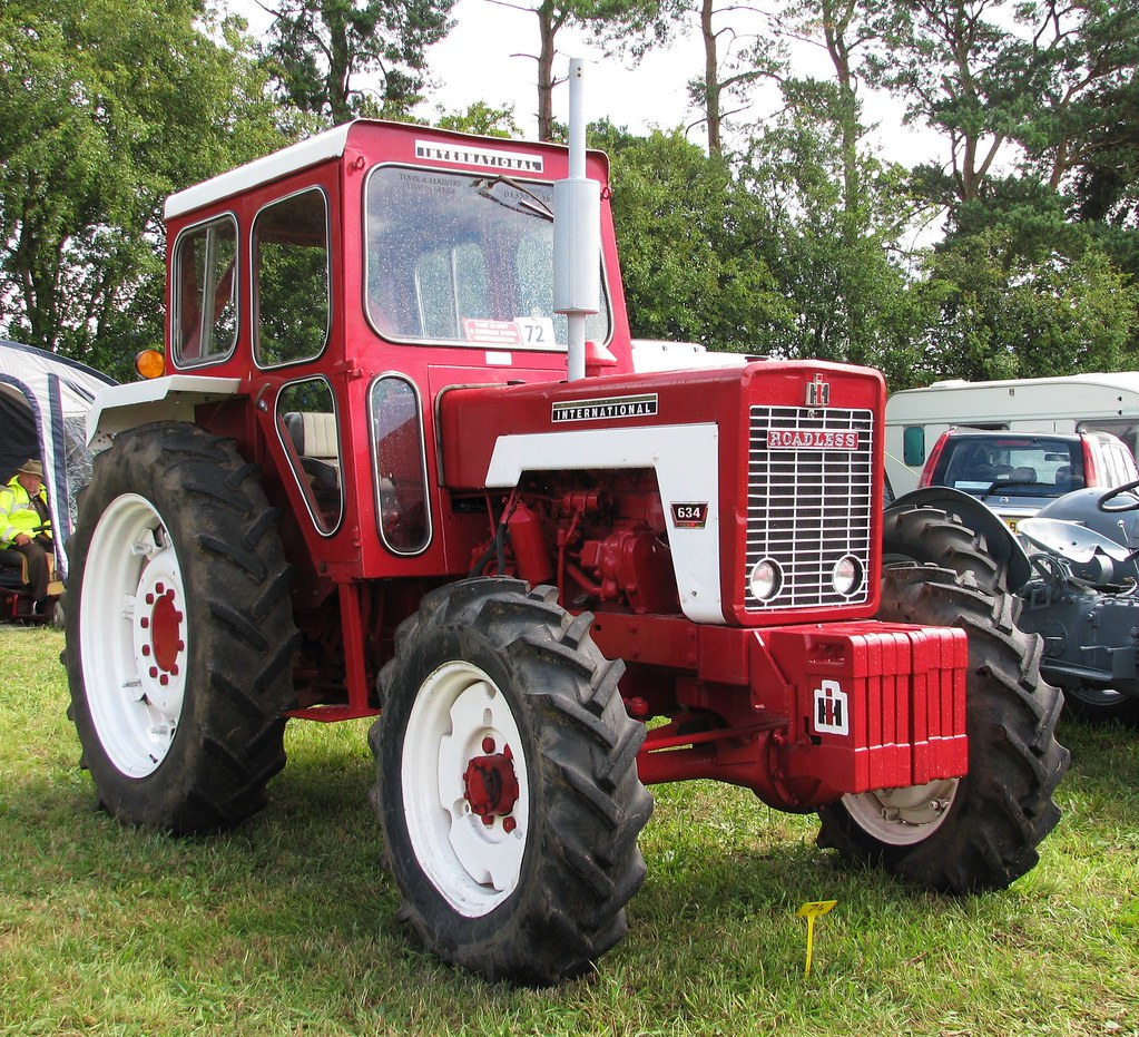 Old.Gold International McCormick 634 Diesel Roadless 4WD tractor | by  Nivek.Old.Gold