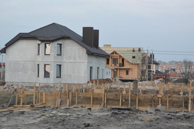 Міська рада віддала безкоштовно 117 ділянок в елітному мікрорайоні