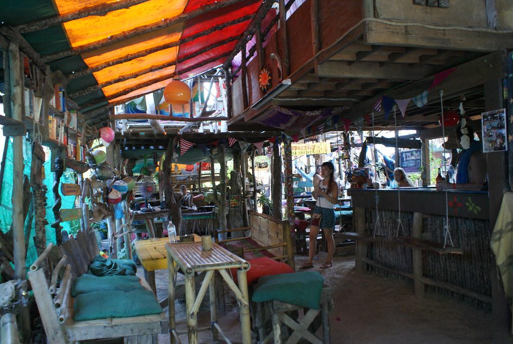 Dans une auberge de jeunesse de Koh Lanta.