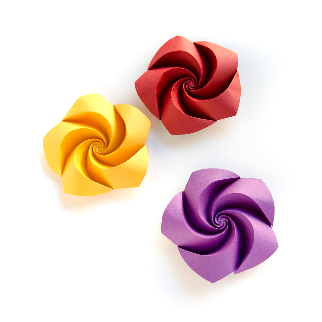 Curved Origami Roses Single Sheets No Glue Or Cuts Onl Flickr
