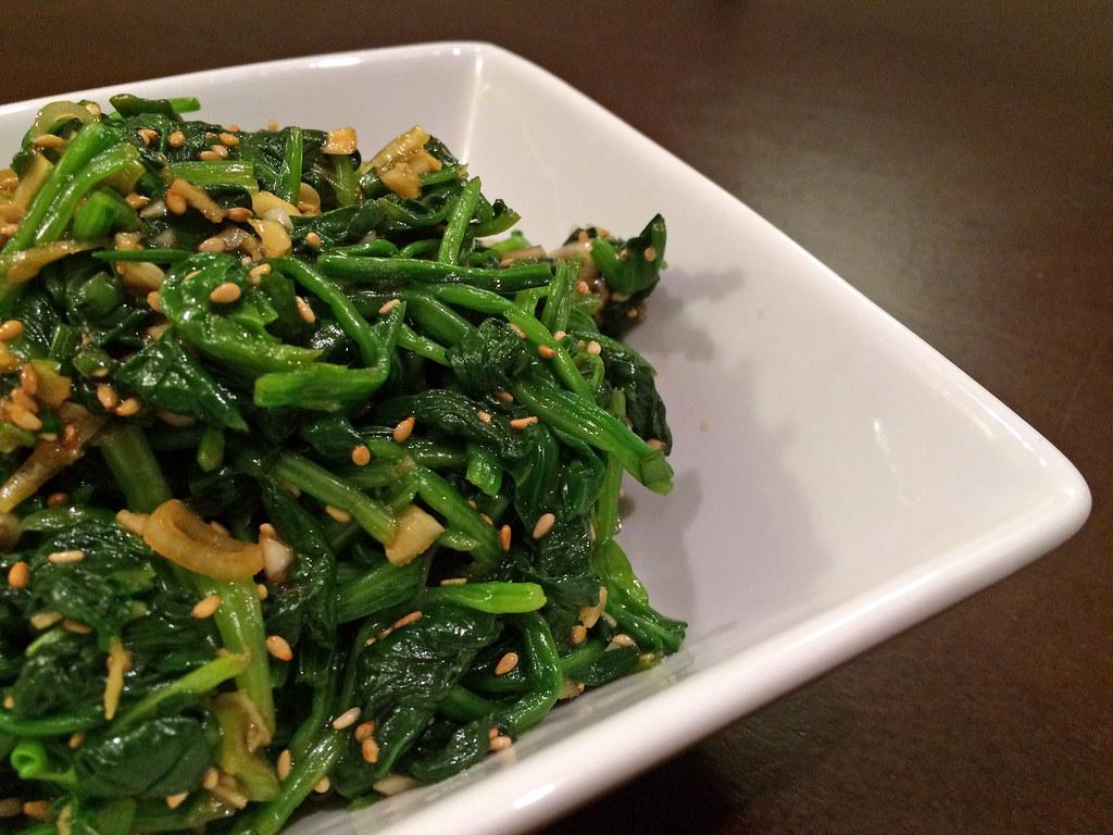 Sigeumchi namul (spinach banchan)