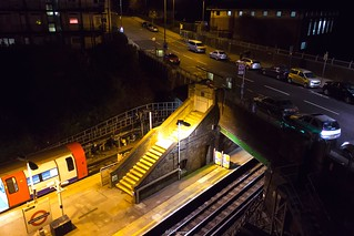 Hendon Central Station / Queens Road
