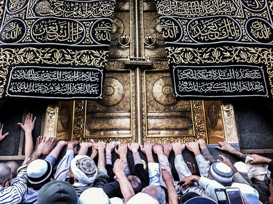 reaching kaaba kaaba is a building at the center of islam flickr