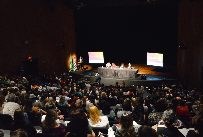 Professores do Centro Paula Souza participam de debate sobre pedagogia do teatro