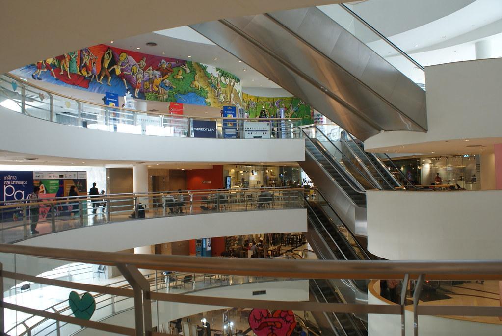Intérieur du musée d'art moderne et contemporain de Bangkok.