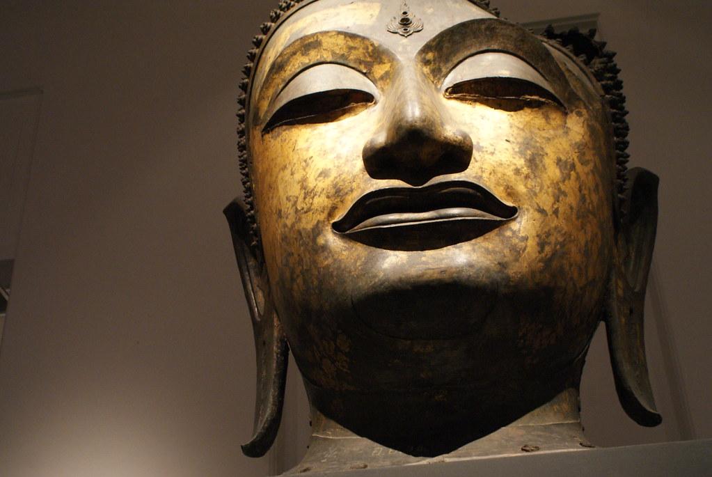 Tête de Bouddha au Musée National de Bangkok.
