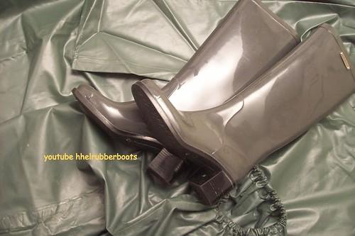 regenmantel mit absatz gummistiefel rainwear high heels ru. Black Bedroom Furniture Sets. Home Design Ideas