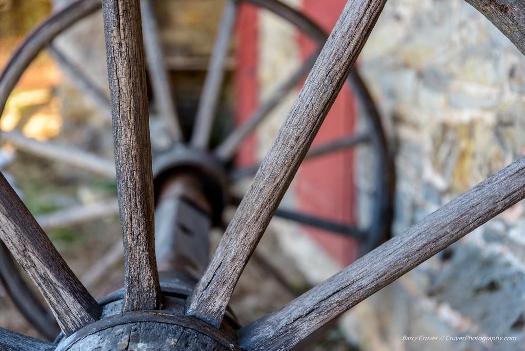 Wooden Wagon Wheels - Troxell-Steckel   Wooden wagon wheels