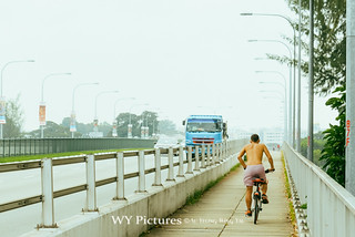 2018 Singapore. Cyclist on Nicoll HIghway on hot day. | by Wing Yau Au Yeong