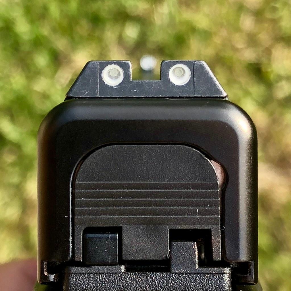 glock stock night sights on my glock 19 gen5 yanki01 flickr