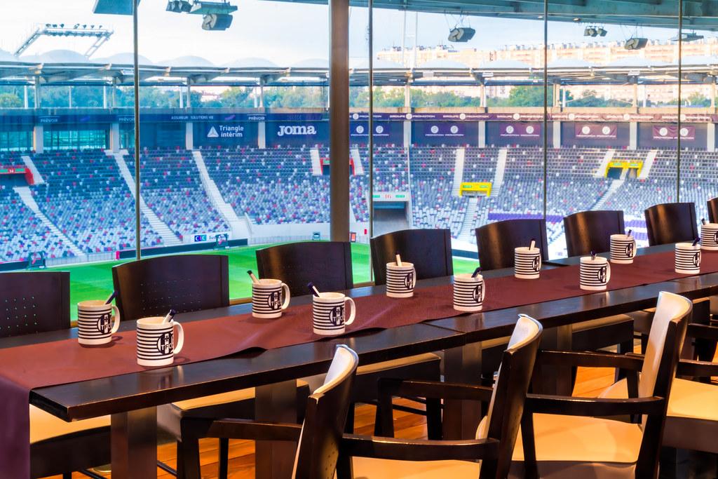 Les espaces du stadium toulouse convention bureau agence d