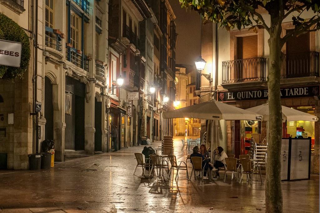 Terraza Nocturna Plaza De Riego En Oviedo Carlos Cabrera