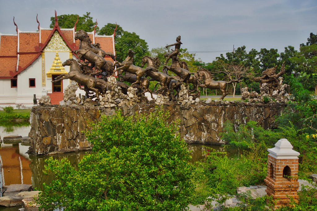 Bronze sculpture with horses in the Garden of the Gods in … | Flickr