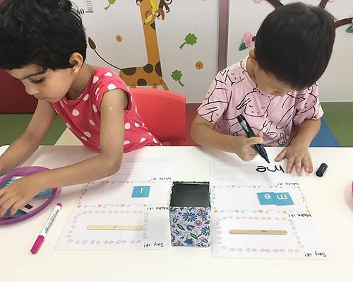 Sight words can be difficult to learn. Why not make it fun and build concentration at the same time. ✏️⭐️ #preschool #kindergarten #reading #sightwords #english #international #practice #保育園 #幼稚園 #英語の勉強 #英語育児 #インターナショナルスクール | by Star Kids International Preschool