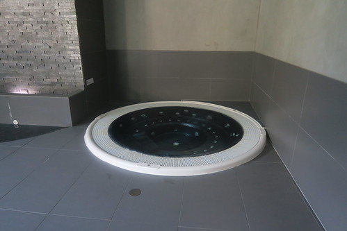 Jacuzzi - Spa @ Hotel Heliopic | by Travel Guys