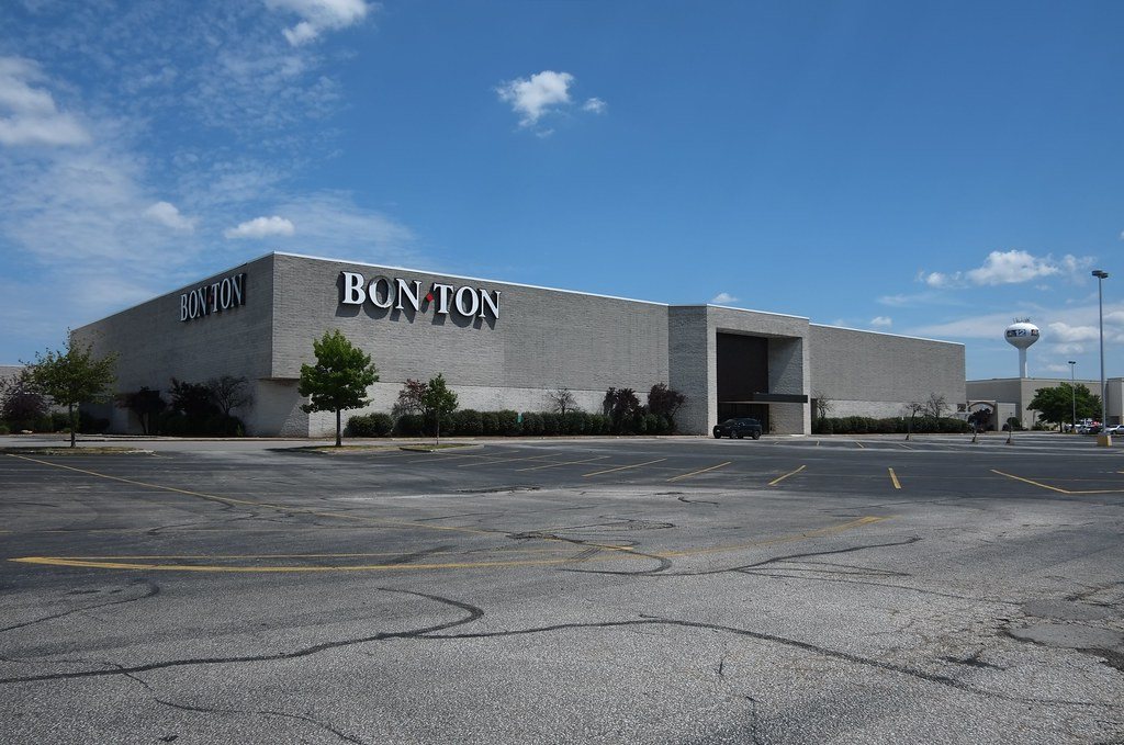 Usa Erie Pa Millcreek Mall Complex Shuttered Bon Ton Depar Flickr