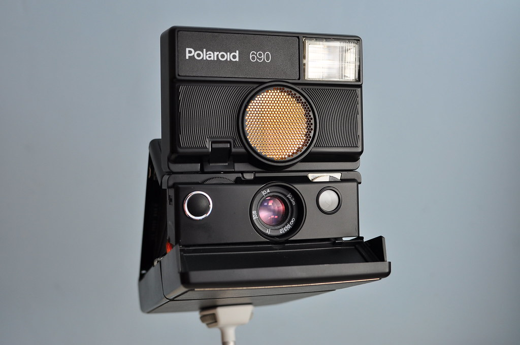 Polaroid 690   The Polaroid 690 has an 116mm, f8-f90, fully …   Flickr f8c1831bdb56