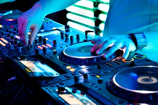 CORPORATE-ENTERTAINMENT-BOOKING-AGENCIES (2) | by BreezinEntertainment