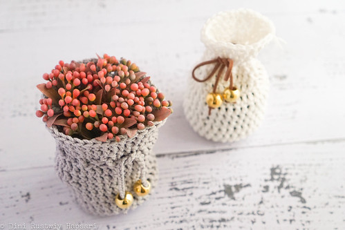 1st pouch - with flower | by momenio