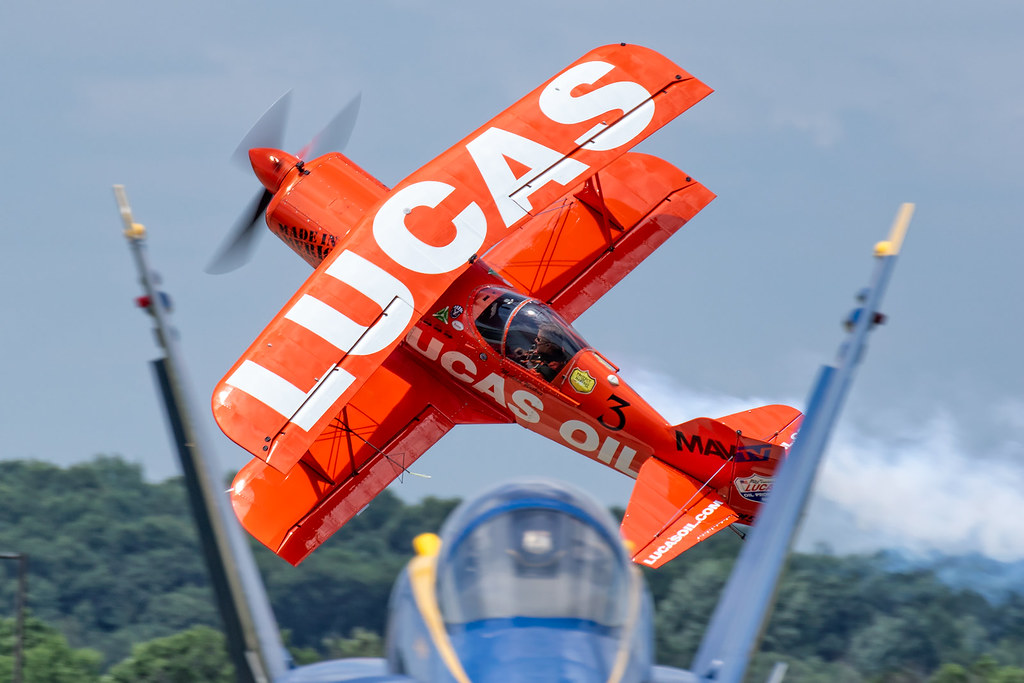 Twin Tail Framing   Caught the Lucas Oil Pitts right between…   Flickr