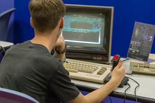 Retro Gamer zockt auf einem Commodore 64. Gamescom 2018 | by marcoverch