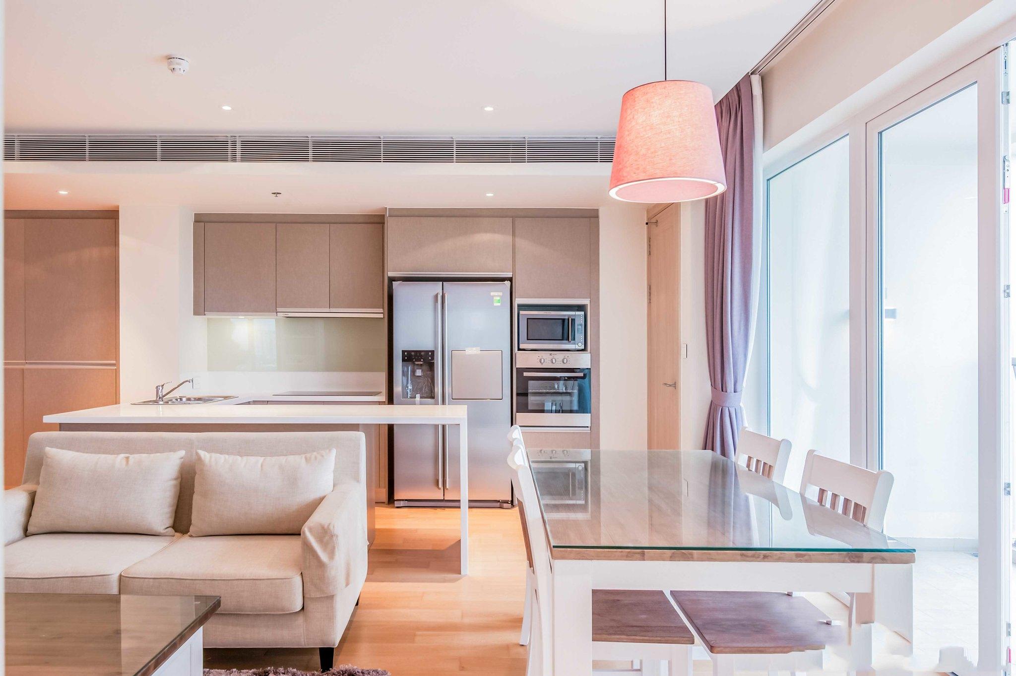 Các thiết bị nội thất tại Diamond Island Luxury Residences từ các hãng danh tiếng; Các căn được trang bị tủ lạnh Side by side, lò nướng, máy rửa chén, bếp điện từ nhãn hiệu Bosch hoặc tương đương