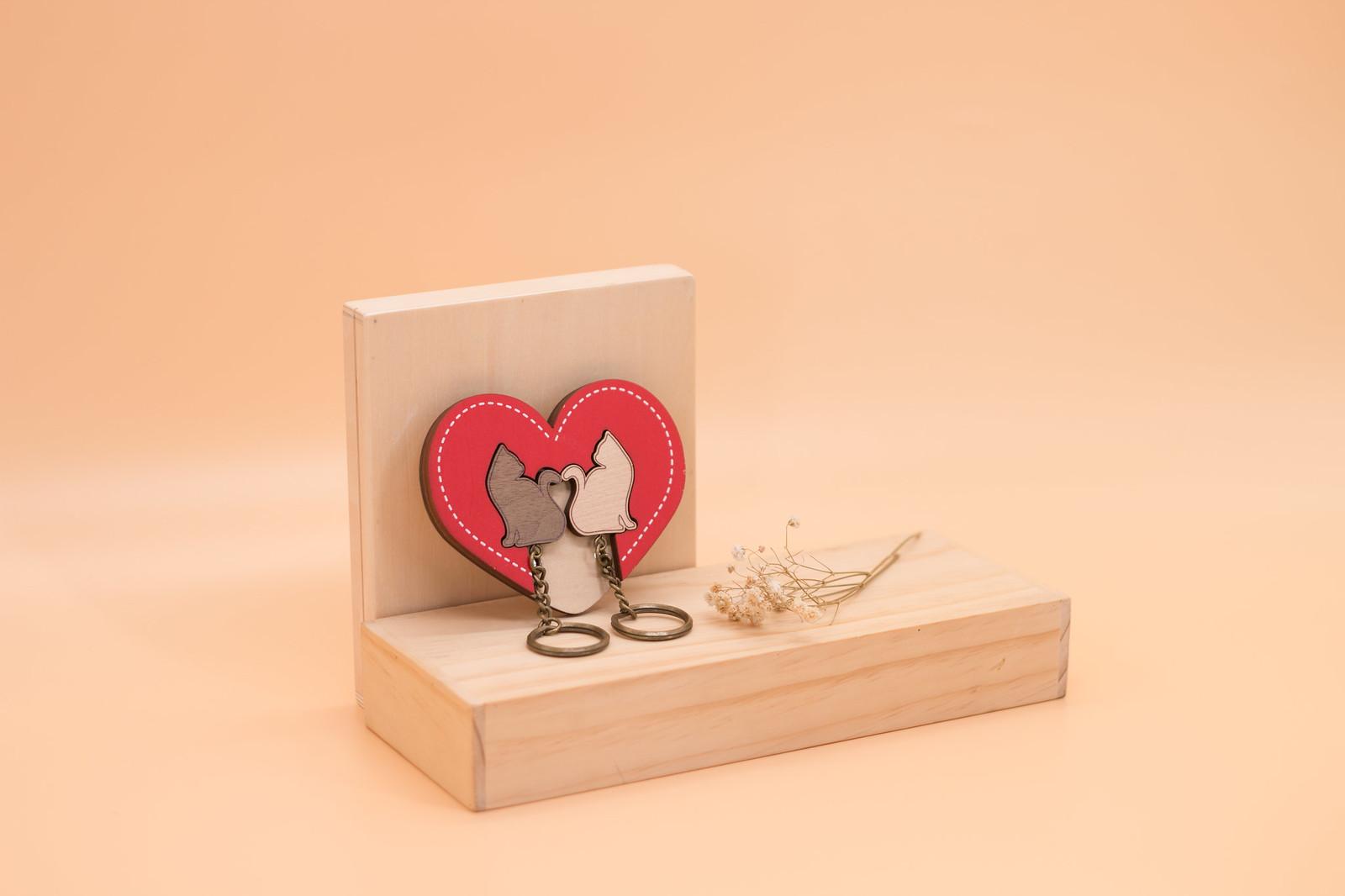 鑰匙圈 客製化 禮物 特色產品 居家 台灣設計 生日 情人節 雙人 情侶 貓咪 愛心 紅色 療癒 聖誕節 收納 裝飾 吊飾 送禮 中性 木 楓木 胡桃木 鑰匙