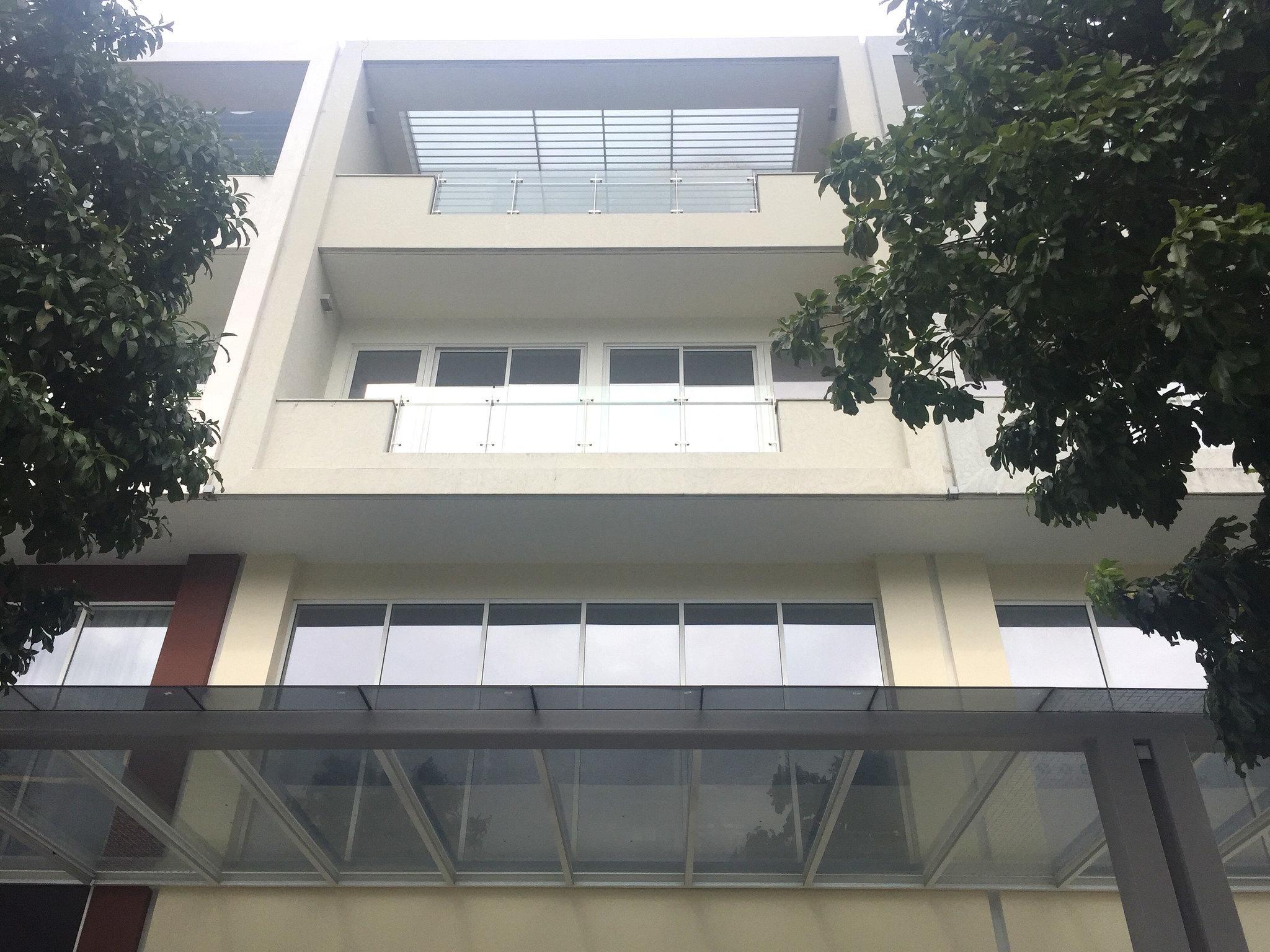 Shophouse Sala Nguyễn Cơ Thạch với thiết kế 1 hầm, trệt + 3 lầu, áp mái với tầng hầm có lối đi riêng.
