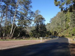 2018-07-28 Mersey Valley Oliver's Road Scenic Lookout 02 - Oliver's Road south from car park | by Cowirrie