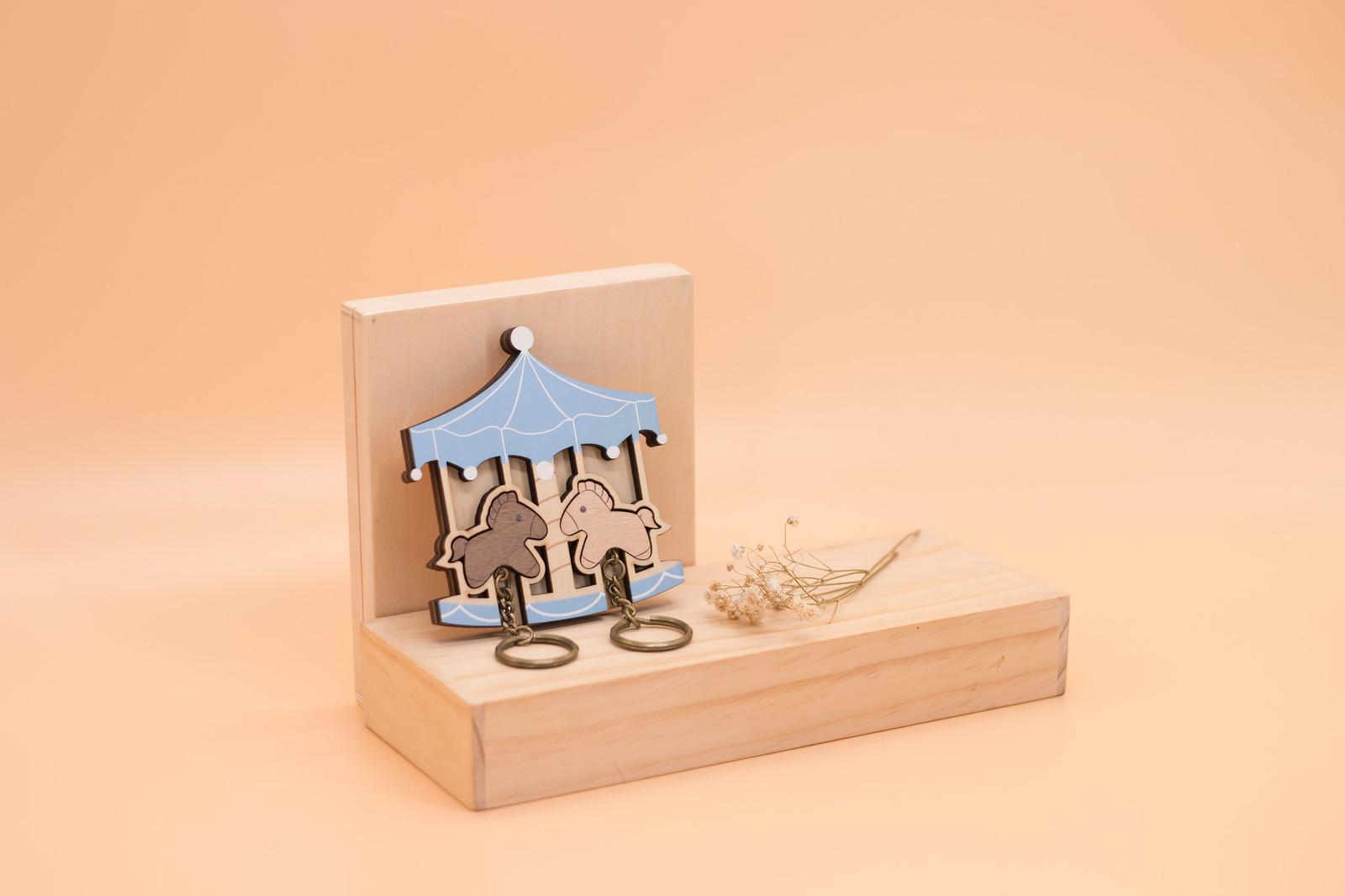 鑰匙圈 客製化 禮物 特色產品 居家 台灣設計 生日 情人節 情侶 遊樂園 雙人 馬 壁掛 簡約 粉藍 多肉 玄關 療癒 聖誕節 收納 裝飾 吊飾 送禮 中性 木 楓木 松木 鑰匙
